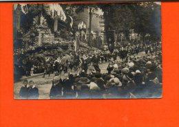 Carte Photo - à Identifier -  Procession Du Saint Sacrement - A Identifier
