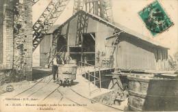 Alais : Les Mines - Mineurs Occupés à Rouler  Les Bennes De Charbons - Alès