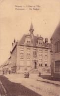 NIEUPORT-NIEUWPOORT : L'hôtel De Ville (2 Timbres) - Nieuwpoort