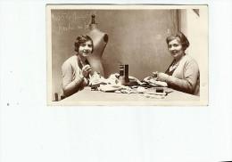 CPA. Femme Mode Couturiere, 1930, Ecrite, Date Au Dos 1930, - Mode