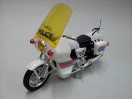 NORTON COMMANDO 850 POLICE - POLISTIL 1:15 - Automobili