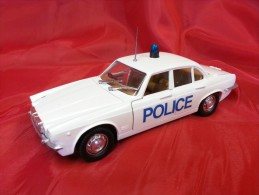 POLISTIL 1:24 Cod. S 31 JAGUAR XJ 42 SALOON - POLICE- - Automobili