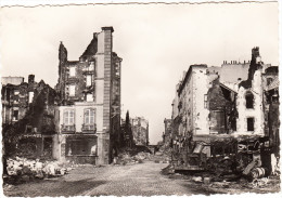 Brest (en Ruines):  DESTROYED TRUCKS/VANS/CAMIONS - Place Marcelin Berthelot , Rue Louis Pasteur  - France - Vrachtwagens En LGV