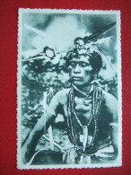 MICRONESIE - CAROLINES - UN SORCIER PARE DE SES FETICHES - LA SUPERSTITION EXERCE ENCORE DANS CES ILES SECULAIRE. - Micronésie