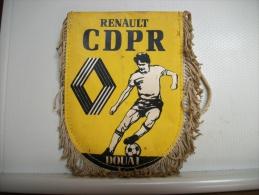 FANION FOOT N° 126 - C.D.P.R. RENAULT DOUAI - 59 NORD - Habillement, Souvenirs & Autres