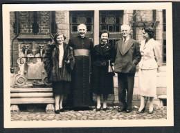 Malines 1957, Monseigneur Edmond Leclef Entouré De Personnes - Identified Persons