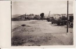 Carte Postale Photo De MIDELT (Maroc) Entrée Ville Et Garage Mécanique Générale Avec AUTO-CAMION -VOIR 2 SCANS - Autres