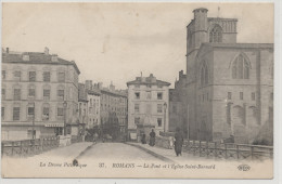 ROMANS  Le  Pont Et L'Eglise Saint Barnard  ,pharmacie ,animée - Romans Sur Isere
