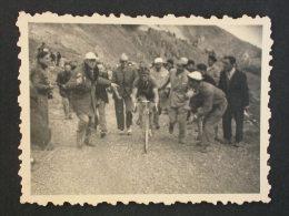 Ref3532-3 AX109 Deux Cartes Photo - Course Cycliste Montagne - Bords Dentelés - Cyclisme