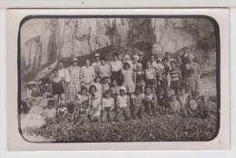 CARTE PHOTO - Groupe De Personnes à La Plage - Colonie De Vacances ? A Identifier ! - Fotografia