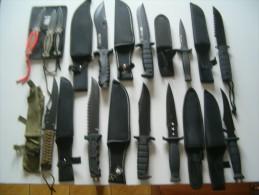 Lot De Douze Couteaux - Armes Blanches