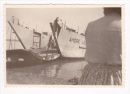 """Photographie 5.8x8.5 mm - Le Bac de la Seudre, vu de Cayenne - 29.07.50 - ouverture du volet Bac """"Andr� Lecetre"""""""