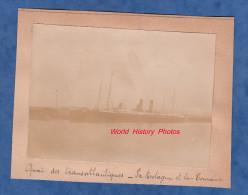 Photo ancienne - LE HAVRE ? - Quai des Transatlantiques - Bateau La Bretagne , et bateau La Touraine
