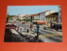 CPM, Carte Postale, Var 83, La Londe-les-Maures, Avenue Georges Clémenceau, Animée, Commerces Café Bar - La Londe Les Maures