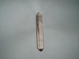 TRES JOLIE POINTE BITERMINEE MINERAUX / CRISTAL AVEC FANTOME / 128MM DE LONGUEUR / POIDS 58GR. - Mineralien
