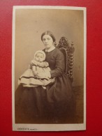 CDV FEMME ASSISE A LA FILLETTE PHOTO ODINOT A NANCY - Anciennes (Av. 1900)