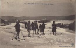 88 Vosges Bruyeres En Hiver Un Groupe De Skieurs - Bruyeres