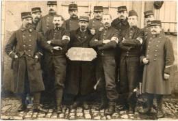 LILLE (Nord 59) - Militaires Et Infirmiers Du 1er Régiment D´Infanterie Territoriale En 1914-1915. Carte-photo. - Lille