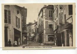CPA  24 :  THIVIERS   Rue De La Tour  Avec Commerces Dont Pharmacie  A   VOIR  !!! - Thiviers
