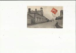 Clevilliers  28    L'Ecole Communale Et La Rue Animée - Andere Gemeenten