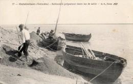 OUISTREHAM SABLONIERS PREPARANT LEURS TAS DE SABLE - Ouistreham