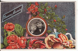 """Carte Postale Fantaisie Avec PHOTO Montage Jeunes Filles Encadrée """"Bonne Année"""" Et FLEUR - VOIR 2 SCANS - Francia"""