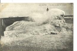 Le Havre - La Jetée Un Jour De Tempête - Port