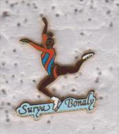 Pin's PATINAGE ARTISTIQUE  SURYA BONALY Signe STARPIN'S - Skating (Figure)