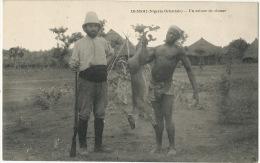 Deshi Nigeria Oriental Un Retour De Chasse Homme Nu Noir Et Chasseur Blanc Hunting Dear - Nigeria