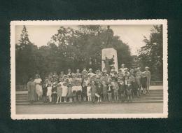 Carte Photo - Metz (57) - Monument Au Poilu Liberateur ( Souvenir Français Rare Animée Groupe Nombreux Enfants ) - Metz