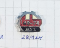BNT BULLDOZER Pucarevo (Bosnia) Yugoslavia / Caterpillar Tractor Tracteur Traktor EXCAVATOR PLOW Seeder MILITARY Weapons - Badges
