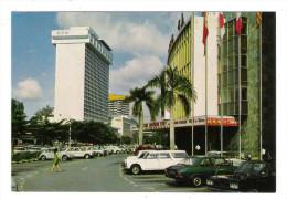 SINGAPOUR  /  SINGAPORE  /  HILTON HOTEL & LIDO CINEMA  ( Automobiles Années 60-70 ) - Singapore
