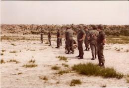 Photo Véritable MILITAIRE Animée Soldats Armée Belge Années 1970 (RLH) - Documents