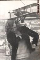 CARTE PHOTO : AVION TOLE + BOIS RESSORT ELASTIQUE BIPLAN 1930 JEU JOUET TOY Dinky Toys JEP NOREV MINALUXE SCHUCO - Avions & Hélicoptères