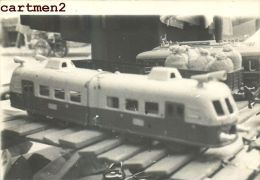CARTE PHOTO : AUTORAIL S.N.C.F. 2 ELEMENTS JEP 1950 TRAIN EXPOSITION JEU JOUET TOY Dinky Toys JEP NOREV MINALUXE SCHUCO - Locomotives