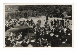 MANIFESTATION  POLITIQUE  OU  ECCLESIASTIQUE  ( à Situer , Belle Automobile ) - Manifestazioni