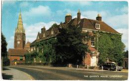 Lyndhurst: FORD POPULAR ('54), MORRIS OXFORD II ?? -  The Queen's House - England - Voitures De Tourisme