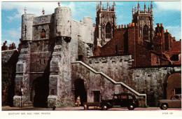 York : AUSTIN FX2 TAXI-CAB, ROVER P4  - Bootham Bar And Minster - England - Voitures De Tourisme