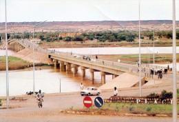 Lot De 2 Cartes Modernes Du Niger - Niamey - Aérogare - Pont Kennedy - Niger