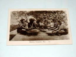 Carte Postale Ancienne : FIDJI , FIJI : Making Yangona - Fidji