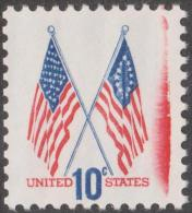Etats-Unis 1973  Y&T 1009. Trace Du Rouleau Encreur Rouge. Stars And Stripes, Premier Drapeau Et Drapeau De 1973 - Stamps