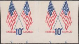 Etats-Unis 1973  Y&T 1009. Paire Non Dentelée Et Mal Coupée. Stars And Stripes, Premier Drapeau Et Drapeau De 1973 - Stamps