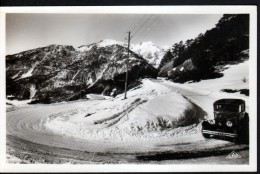 05 - MONT GENEVRE - LES LACETS DU COL SOUS LA NEIGE - AUTOMOBILE - Other Municipalities