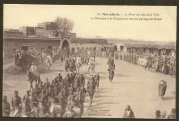 MARRAKECH Musique Et Drapeau En Tête Du Cortège Du Sultan (Michel) Maroc Afrique - Marrakech