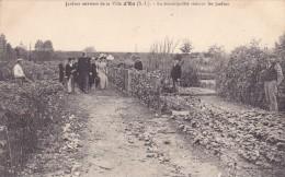 CPA 76 @ EU @ Jardins Ouvriers De La Ville D'Eu - La Municipalité Visitant Les Jardins - Eu