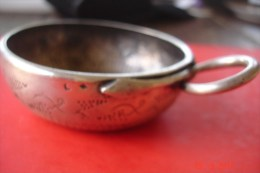 Tastevin XIX ème Argent ,poinçon Illisible ,présomption Minerve Et Oiseau Dans Losange .marqué Desombes A. Gardes .117 G - Silberzeug