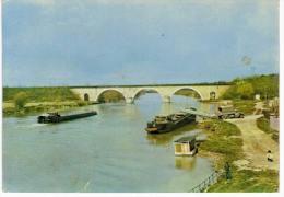 Trilport Une Vue De La Marne - Chargement D'une Péniche - France