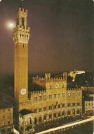 SIENA  Palazzo Pubblico  notturno