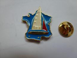 Beau Pin´s En Relief , Marine Bateau Voilier , TFV 92 - Barcos
