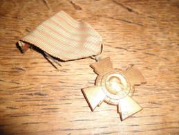 Médaille Ancienne Médaille Croix Du Combattant, Ruban Et épingle D'origine - Frankrijk